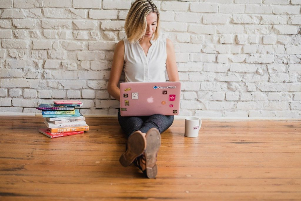woman blogging